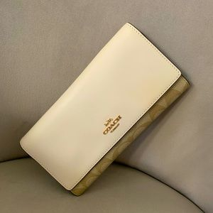 NWT Coach Trifold Wallet in Signature Canvas